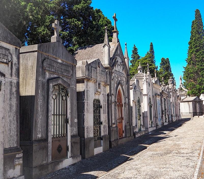 Illustration •Comment obtenir une place dans un cimetière ?