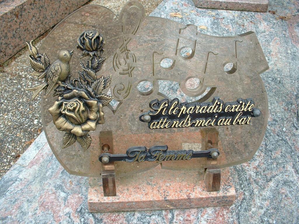 Plaque funéraire originale à Nantes