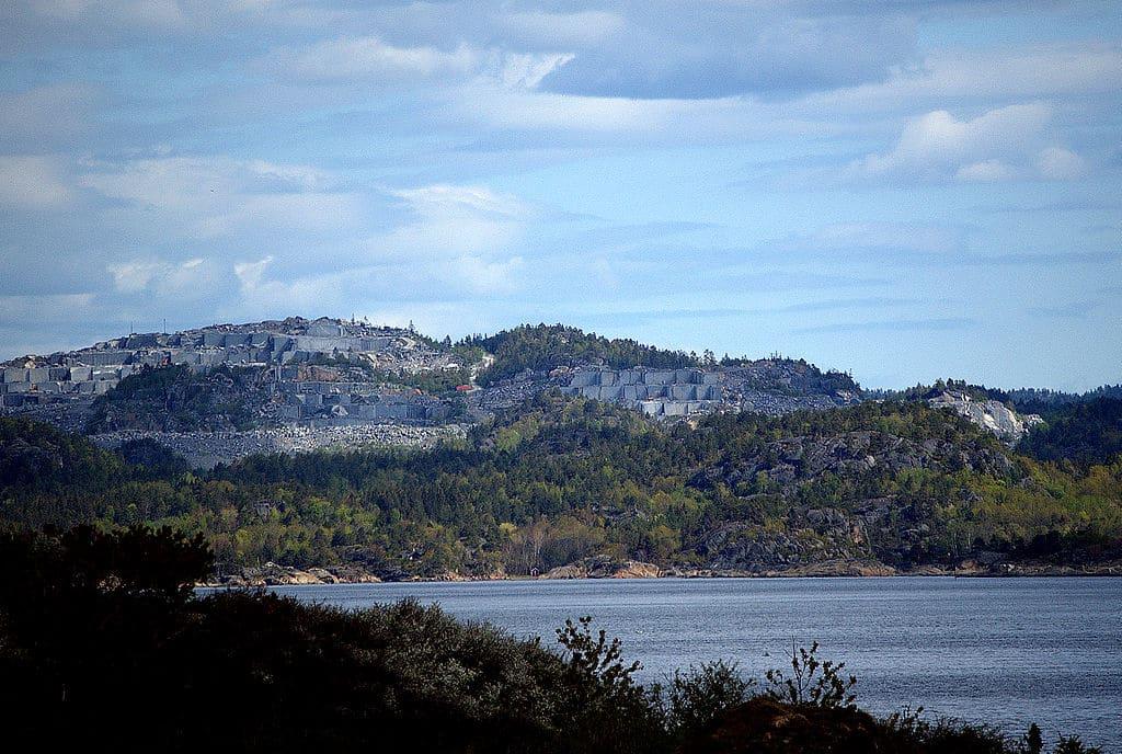 Tvedalen en Norvège et son granit Labrador Bleu