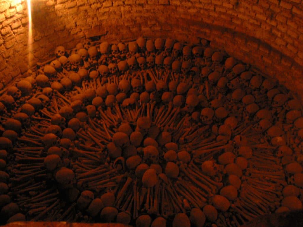 Les catacombes de Lima et son agencement artistique