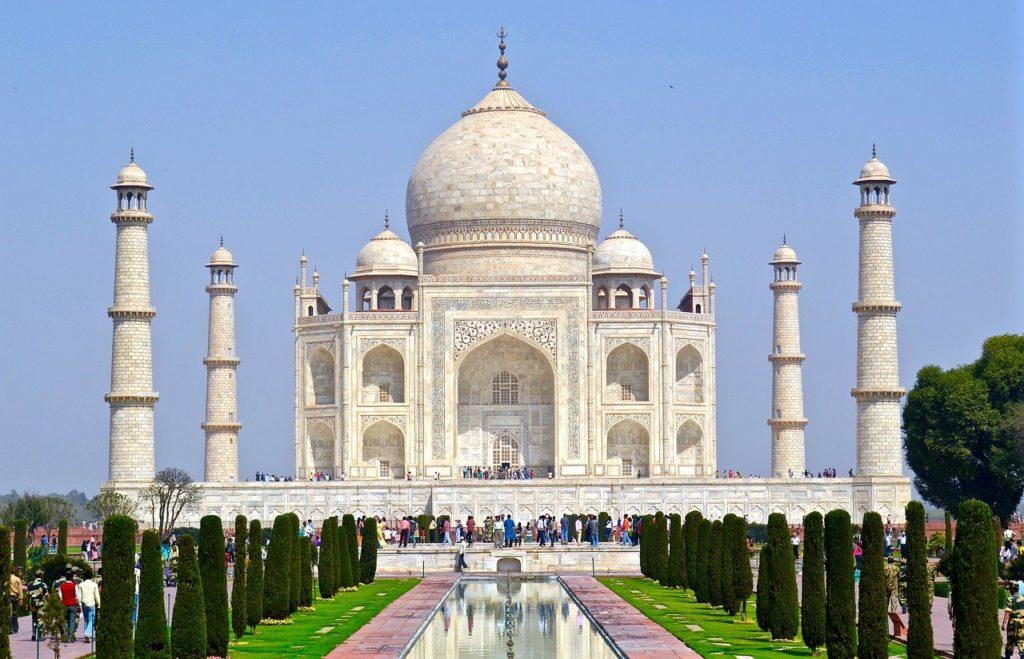 Le mausolée du Taj Mahal, tout en marbre blanc