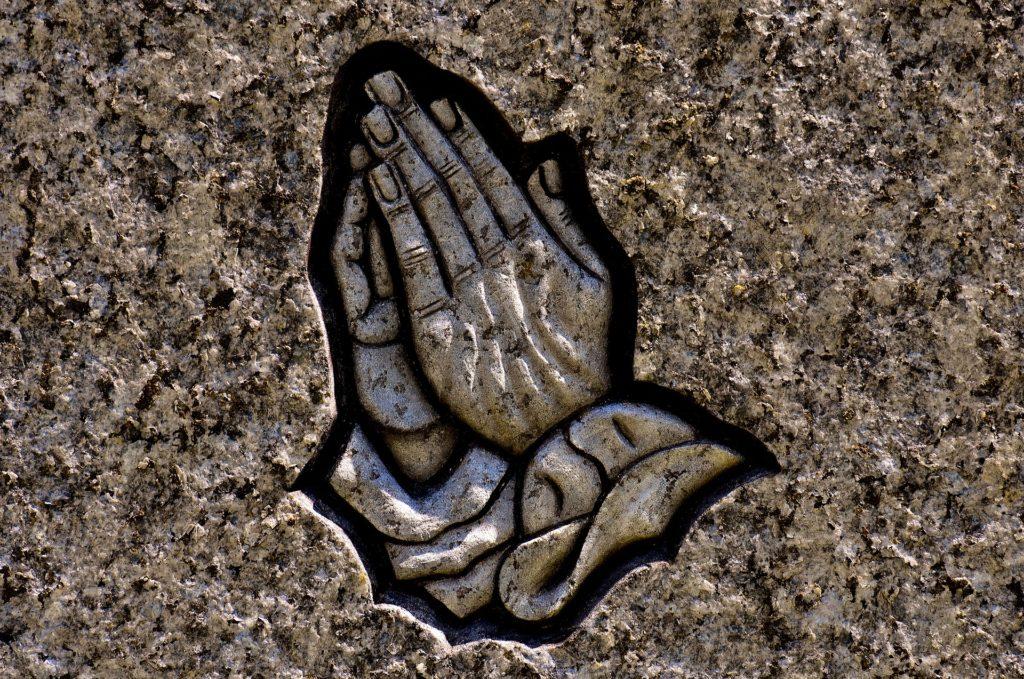 Signe religieux, gravure de pierre tombale