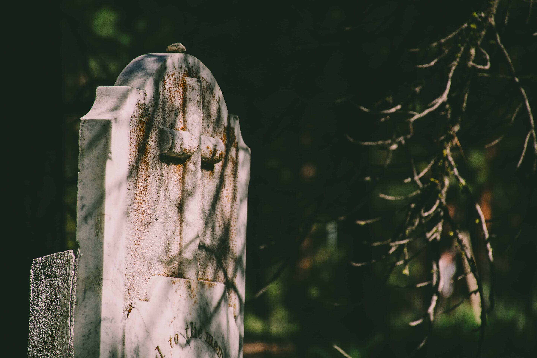 Illustration • Comment nettoyer un monument funéraire?