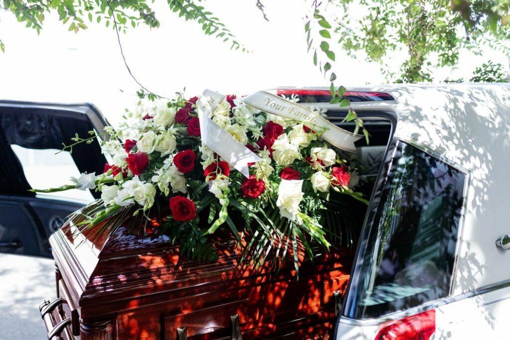 Illustration •Combien coûtent des obsèques ?