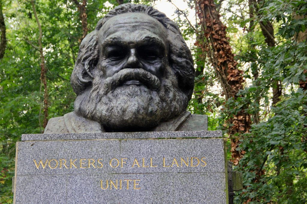 La sépulture de Karl Marx dans le cimetière de Highgate