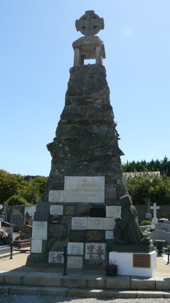 Le monument aux marins disparus du cimetière de l'ile de Groix