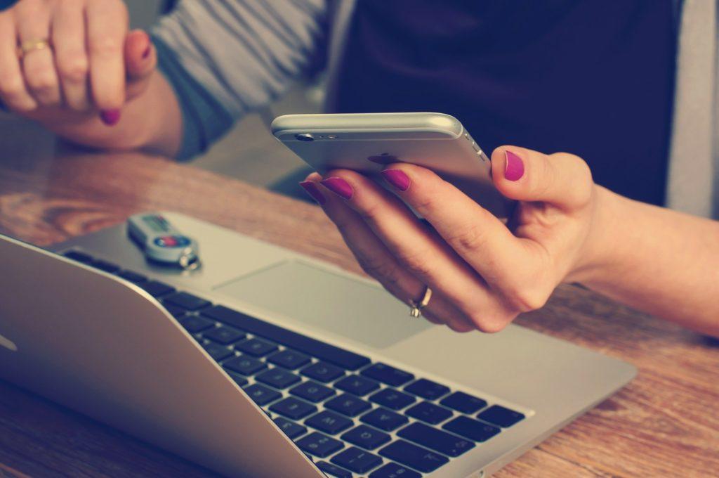 Condoléances sur Twitter par ordinateur ou smartphone