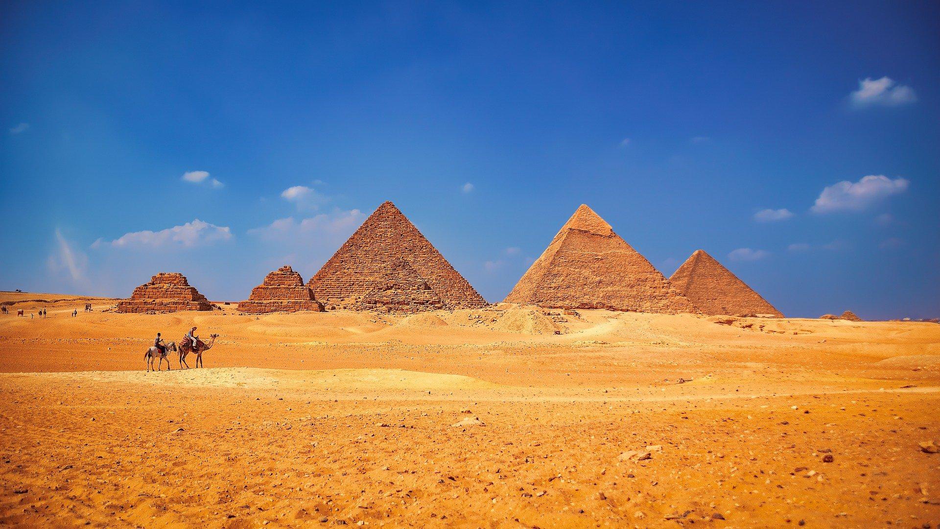Les pyramides de Gizeh ainsi que leurs pyramides annexes