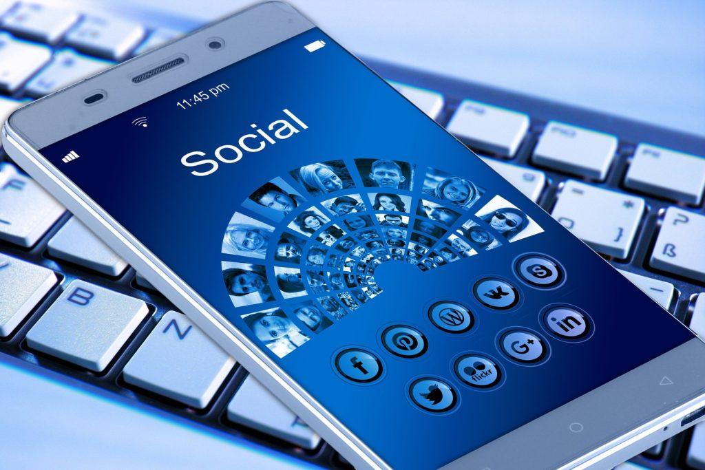 Le smartphone et les réseaux sociaux à l'ère du numérique